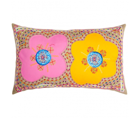 Caralina Dos Flores Pillow made by Honduras Threads.