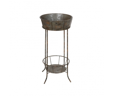 Everson Metal Flower Stand made by Outdoor Accents Under $75 .